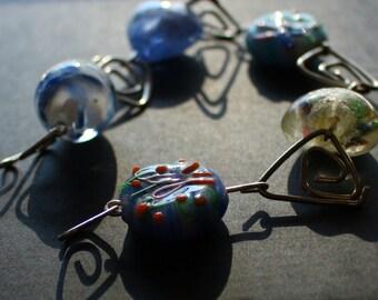 Chunky blue glass bead bracelet