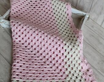 Crochet Baby blanket // Granny Square // light Pink Ecru // Baby Girl