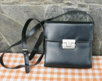 SALE! Vintage Leatherette Handbag, Crossbody Bag, 80s leatherette Purse, leatherette Retro Lady Purse, metal clasp