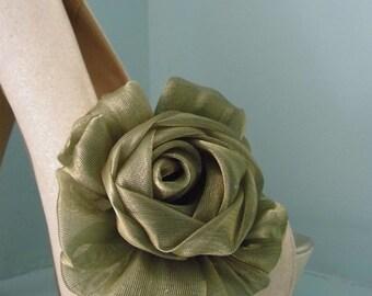Beautiful Deeree Gold Pearlescent Flower Shoe Clips