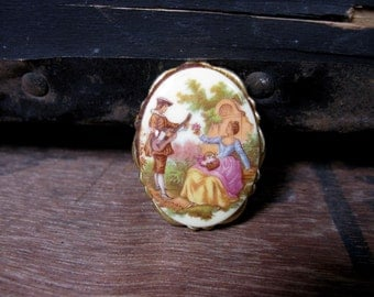 Vintage Brooch - Fragonard Brooch - 1950s Brooch - Courting Couple - Oval Brooch - Fragonard Jewellery - Fragonard Jewelry - Pin Brooch