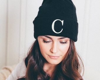 MONOGRAMMED TUQUE