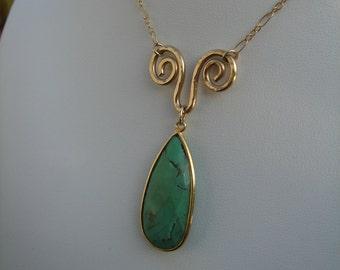 Gemstone pendant Chrysoprase at 585 of vintag necklace, beautiful design!