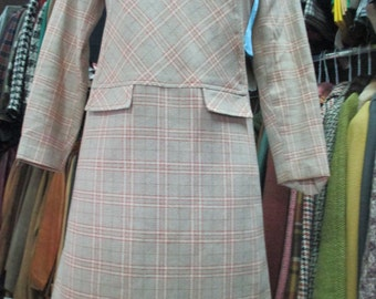 Vestito a quadri anni 60 in panno di lana/Plaid  A-line dress of the 60's/Tweed/Scoop necked/Low waist/ Two false pocket lapels/Size S