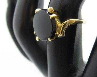 10K Yellow Gold Onyx Ring, size 6.