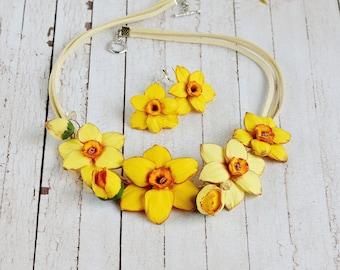 Yellow bib necklace Floral jewelry Statement flowers jewelry wedding Gift women floral necklace Spring wedding jewelry Daffodil necklace