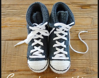 Crocheted slippers shoe style