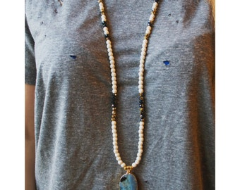 Beaded Necklace with Agate Stone Pendant