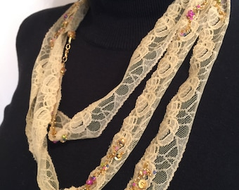Made by Moon Seiml - Lace and beads necklace -