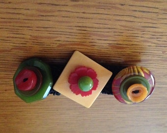 BAKELITE BUTTON BRACELET