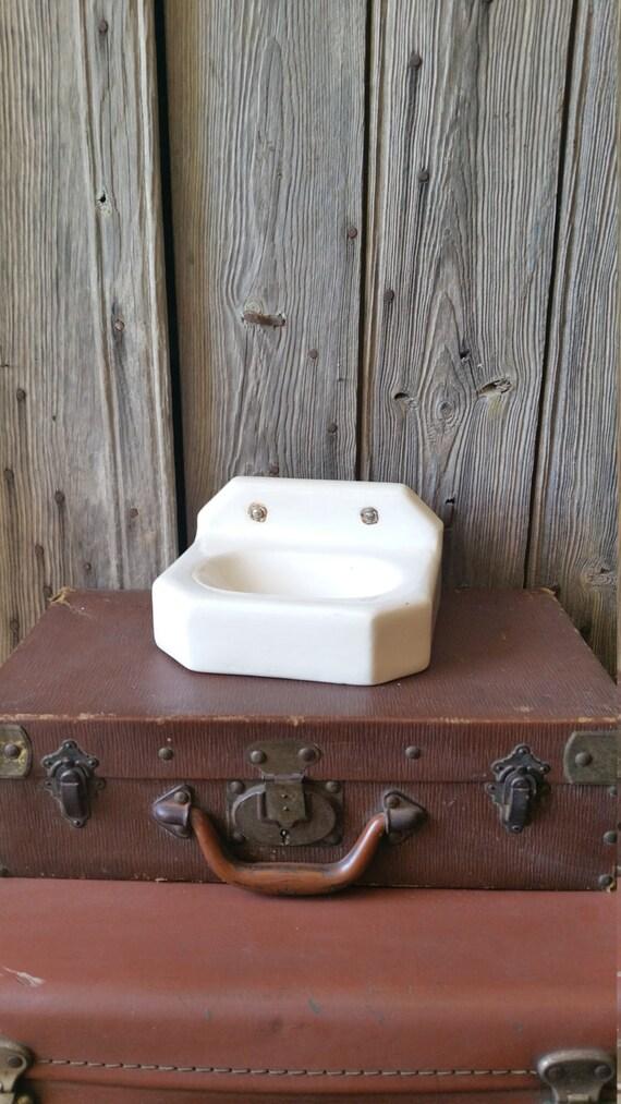 Stunning Art Deco Heavy Wall Mounted Ceramic Soap Dish