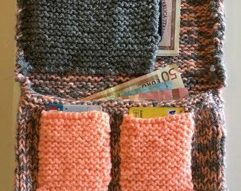 Portafoglio fatto a mano, lavorazione maglia ai ferri