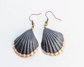 Shell Earrings Beachy Jewelry Ocean Jewelry Beach Wedding Earrings Nautical Earrings Seashell Earrings Black Gold Dangle Shell Jewelry
