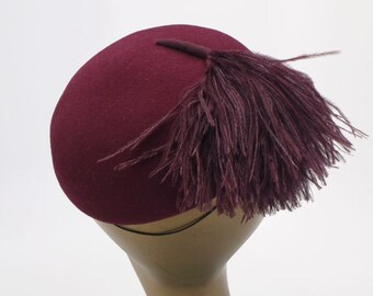 1970s Moulded Wine Felt Beret with Feather Trim