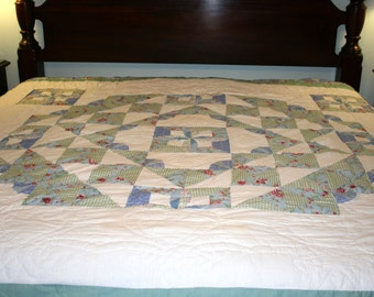 Handmade Quilt//Scalloped Edging Quilt//Hand Stitched Quilting//Vintage Quilt