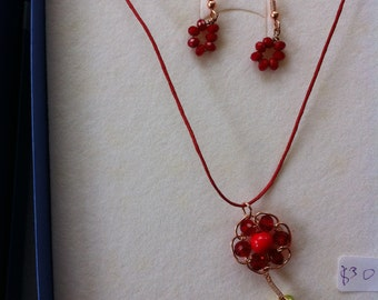 Flower and earring with cristals and shimi pearl