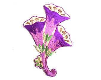 Trumpet Flower applique, 1930s vintage embroidered applique. Vintage floral patch, sewing supply. #644G198K3
