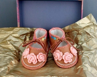 Hand Made Lined Baby Shoes in 100% Wool Felt for Newborn Baby. Gift Boxed. 0-3 months OOAK