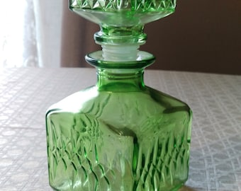 Vintage pressed glass Wine Decanter, crystal clear glass with stopper, emerald green decanter, diamond pattern, colored glass collection