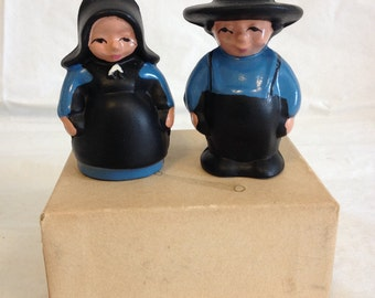 Vintage Cast Iron Amish Couple Salt and Pepper Original Box