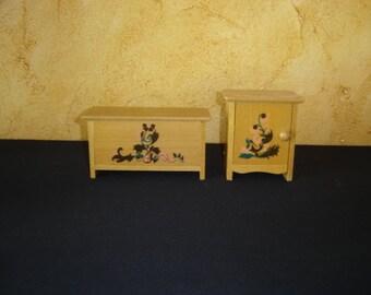 Meubles bois pour poupée. Chevet et coffre. Vintage.  France