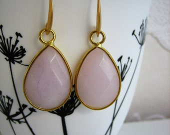 Earring gold coloured with pink stone