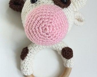 Rattle///Teether rattle/teething ring///Cow/cow/crochet rattle//baby gift//baby shower gift//handmade//handmade