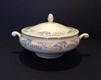 Homer Laughlin Casserole; Vintage Covered Vegetable Bowl