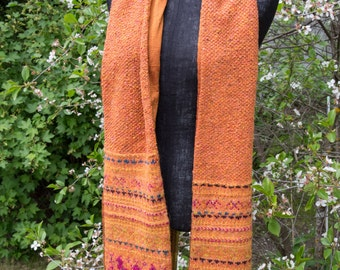 Hand-knitted scarf with raw silk lining