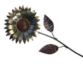 GIRASOL flower made with metal and wire.
