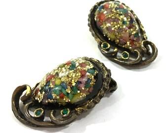 1950s Glitter Lucite Earrings / Vintage Confetti Statement Earrings in Fancy Gold Tone Setting / Clip On