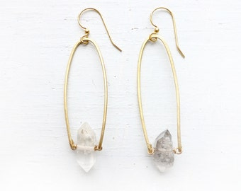 Quartz point//Tourmaline quartz//Brass metal//White and Gold//Handcrafted jewelry//Chased metal//Stone dangle earrings