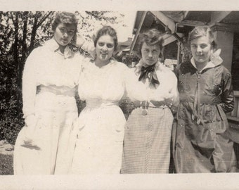 vintage photo 1924 Young women Affectionate Ladies Arms Around Ea Other
