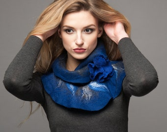 Scarf felt - Ruffled wavy collar - Royal blue with grey color - Soft merino wool - Gift under 50