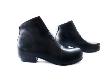 Free Shipping! Naked Slice Boot in Black