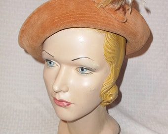 1930s Vintage Camel Color Velvet Hat with Feathers Sunnyland Hats and New York Creation 22