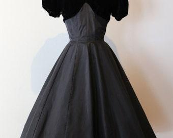 Beautiful 1950s Full skirt Party Dress ~ Vintage 50s Black Velvet Cocktail Dress by Jane Hodges