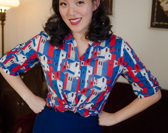 Vintage 1950s Blouse - Adorable Cityscape Novelty Print Cotton 50s Blouse in Red, White and Blue