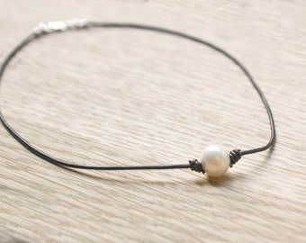 Pearl Leather Choker - Single Pearl Choker - Leather and Pearl Necklace - Choker Necklace Boho - Gift For Daughter - Pearl Necklace