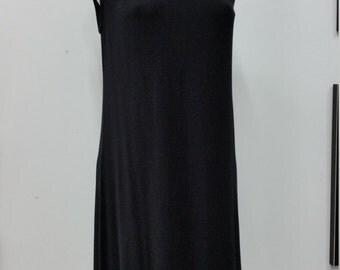 Robe trapèze en jersey de bamboo noir, robe légère sans manche, petite robe noire
