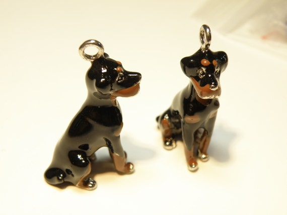 one 1 silvertone and enamel handpainted rottweiler charm
