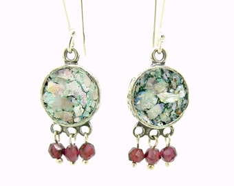 Silver earrings with garnet and roman glass