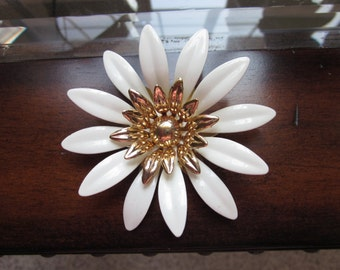 Vintage Large Enamel Daisy Pin Brooch Signed Sarah Cov