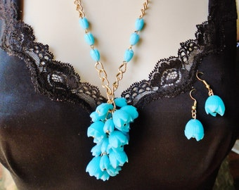 Vintage Blue Tulip Flower Necklace Matching Earrings Lucite Lined Chain Lariat Choker 1940 50s Runway Statement