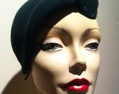 1930s Women's Deco Fur Felt Beret/Hat Emerald Green w/ Rhinestones