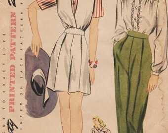 Simplicity 4680 / Vintage 1940s Sewing Pattern / Pants Trousers Shorts Blouse Playsuit Romper / Size 14 Bust 32