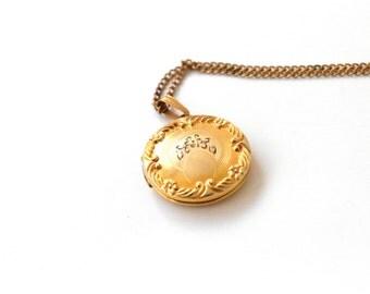 Vintage Gold Filled Round Locket c.1940s