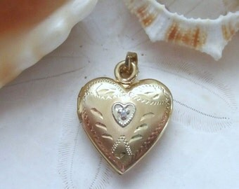 14k Yellow Gold Etched Heart Locket with Diamond 2.59 grams