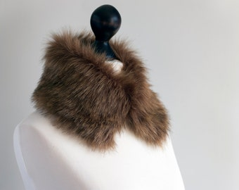 Cinnamon brown faux fur collar. Fur collar in light beige. Fake fur collar. Fake fur scarf. Fur neck warmer. Christmas gift. Winter collar.