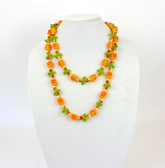Vintage 60s Flower Bead Necklace Orange & Green Plastic Flower